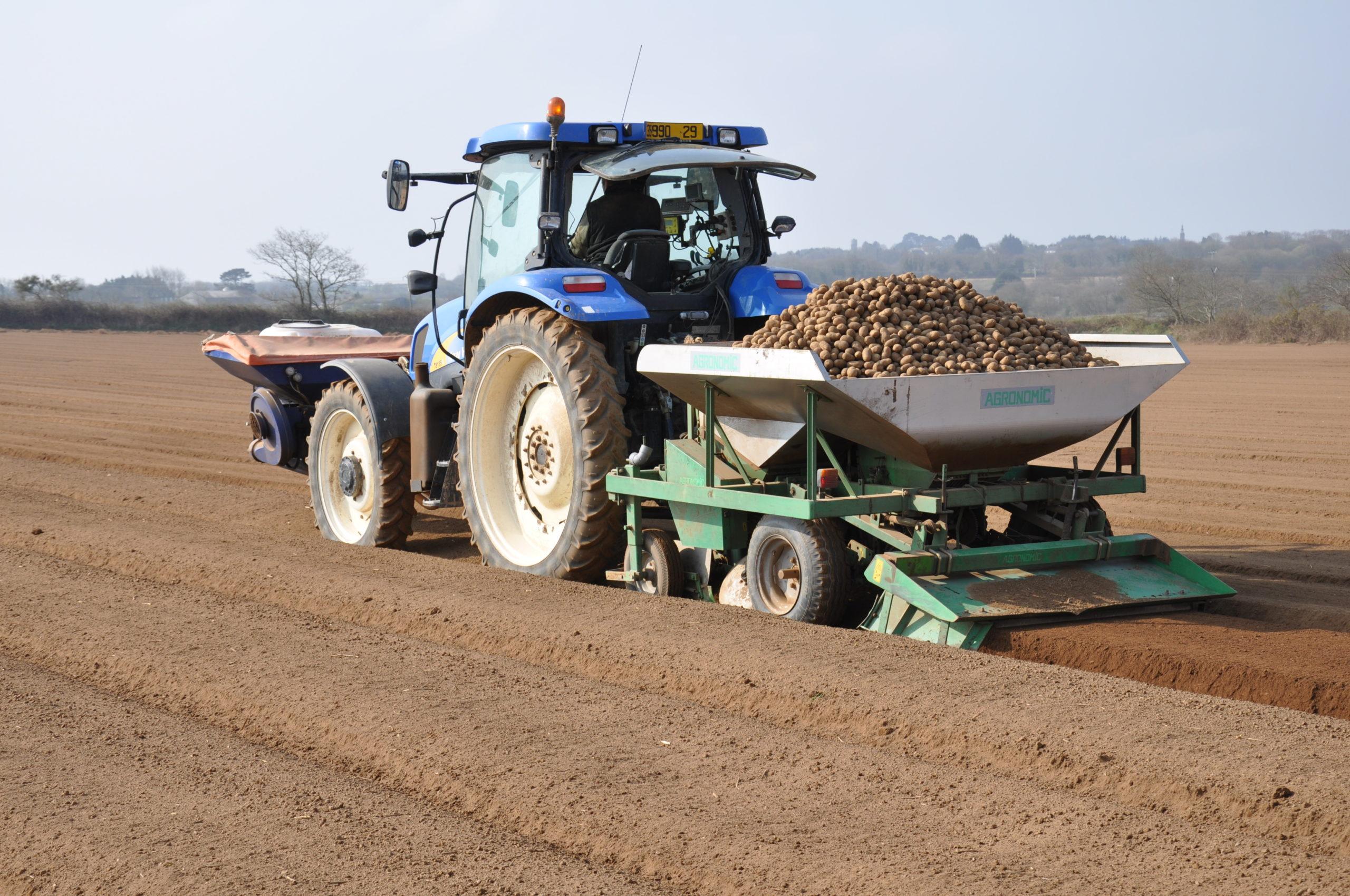 Ensemble engrais + tracteur + planteuse